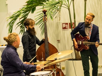 The Conference Gala Dinner was 'crowned' by the sound of the jazz band.